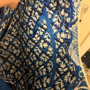 Vera Bradley shoulder bag.